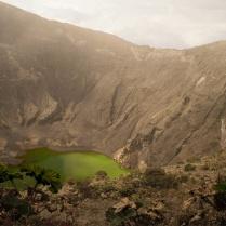 Un cráter con aguas verdes (Costa rica)