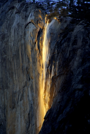 El efecto de una cascada de fuego en Yosemite. (Estados Unidos)